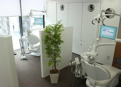 診療室には仕切りを設け、プライバシーに配慮しています。