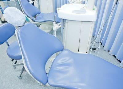 診療チェアです。青色の爽やかなデザインです。