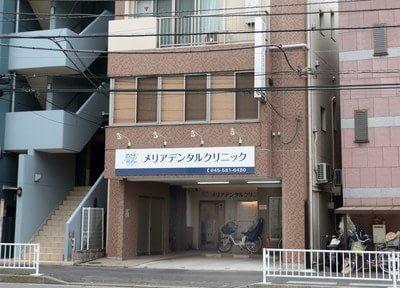 外観です。鶴見駅から徒歩13分の場所にあり、駐車場も完備しています。