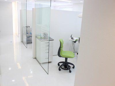 半個室タイプの診療室でプライバシーも守られています。