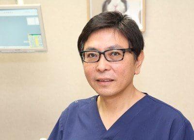 院長の髙木 弘雄です。患者様と二人三脚で満足頂ける治療を目指します。