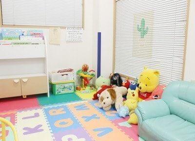 キッズスペースを完備しているのでお子様連れの方も安心して来院できます。