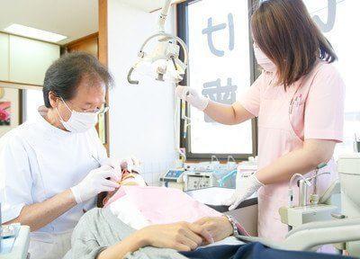治療風景です。患者様に満足していただけるよう丁寧に治療いたします。
