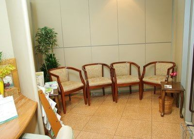 診療が始まるまで、待合室でお待ちください。