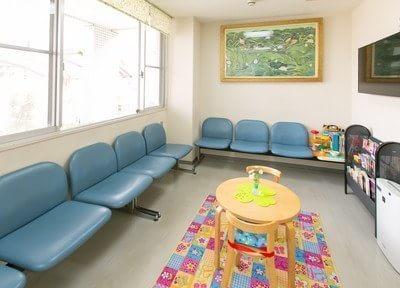 待合室です。診療をお待ちの間リラックスしてお待ちいただけます。