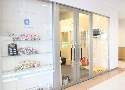 ウニクス上里歯科の外観です。ショッピングセンター内の1階にございます。